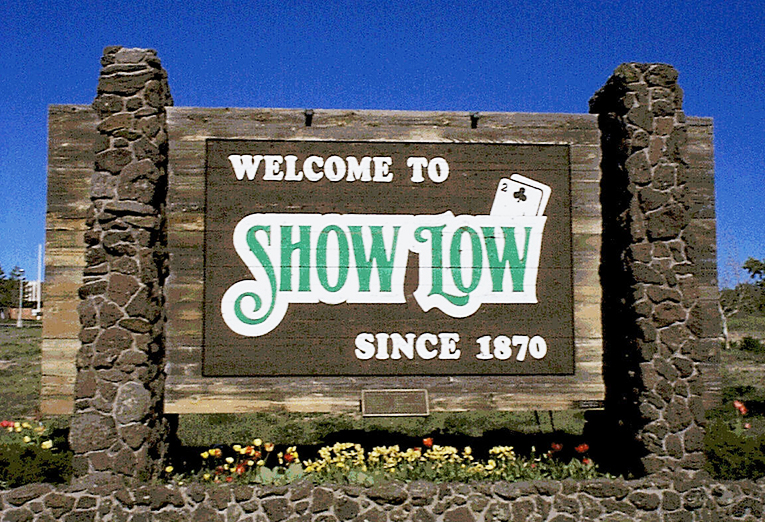 Welcome to Show Low sign (image)